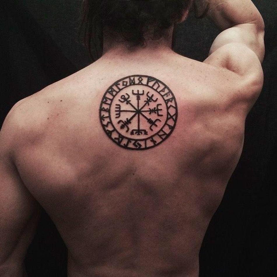 tatuirovka s runicheskim kompasom vengezir chto znachit i komu podhodit